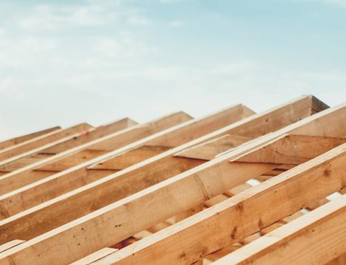 Кой дървен материал е по-добър за покривната рамка