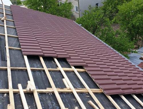 Дървена беседка с керемиден покрив